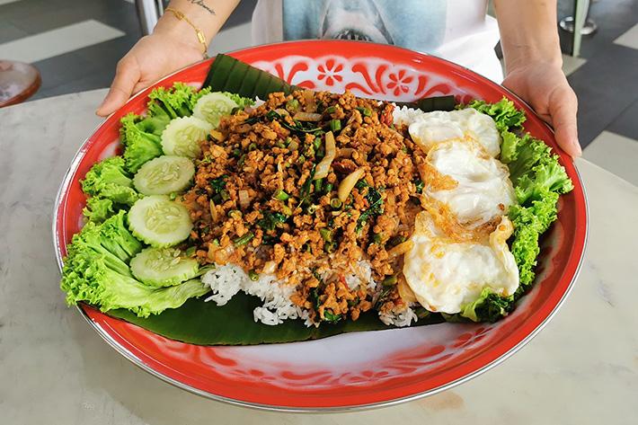 Im Thai Kitchen 40cm XXL Riz de porc feuille de basilic Kapao