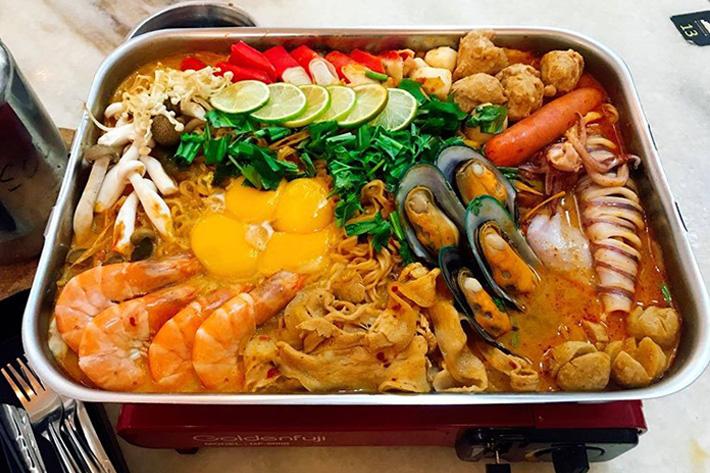 Thai Goldmine Kitchen Jumbo MAMA Noodles Hotpot