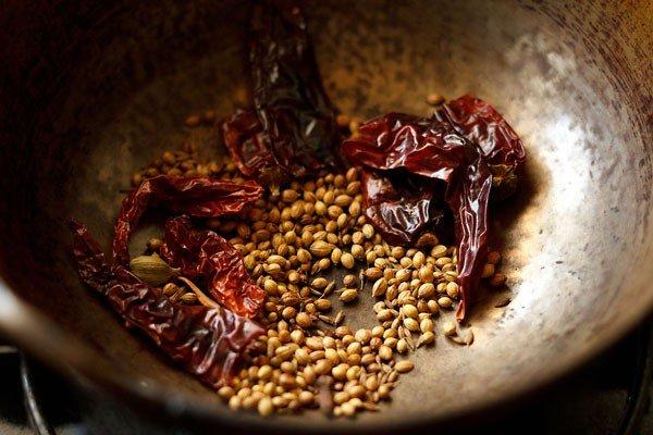 épices pour la recette de champignon kadai