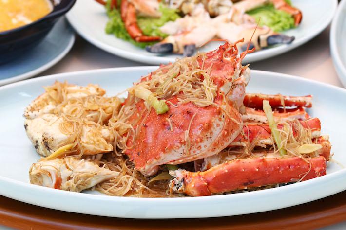 Crabe d'Alaska braisé aux fruits de mer Red House Hoon