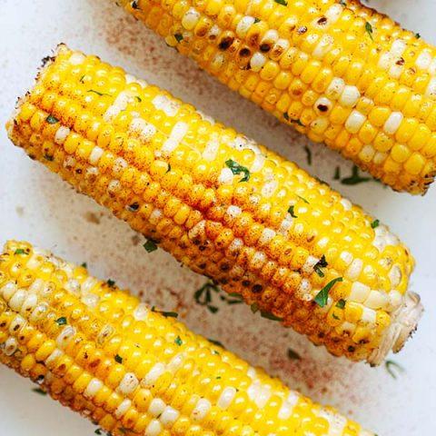 """Maïs grillé au beurre à l'ail. """"Srcset ="""" https://www.sushin.fr/wp-content/uploads/2020/07/1595548927_228_Mais-grille-au-beurre-a-l39ail-recette-rapide-et-facile.jpg 480w, https://rasamalaysia.com/wp-content /uploads/2020/07/grilled-corn-thumb-300x300.jpg 300w, https://rasamalaysia.com/wp-content/uploads/2020/07/grilled-corn-thumb-450x450.jpg 450w, https: / /rasamalaysia.com/wp-content/uploads/2020/07/grilled-corn-thumb-150x150.jpg 150w, https://rasamalaysia.com/wp-content/uploads/2020/07/grilled-corn-thumb- 500x500.jpg 500w, https://rasamalaysia.com/wp-content/uploads/2020/07/grilled-corn-thumb-360x361.jpg 360w, https://rasamalaysia.com/wp-content/uploads/2020/ 07 / grilled-corn-thumb-250x250.jpg 250w, https://rasamalaysia.com/wp-content/uploads/2020/07/grilled-corn-thumb-215x215.jpg 215w, https://rasamalaysia.com/ wp-content / uploads / 2020/07 / grilled-corn-thumb-200x200.jpg 200w, https://rasamalaysia.com/wp-content/uploads/2020/07/grilled-corn-thumb-320x320.jpg 320w, https://rasamalaysia.com/wp-content/uploads/2020/07/grilled-corn-thu mb.jpg 600w """"tailles ="""" (largeur max: 480px) 100vw, 480px """"data-pin-media ="""" https://rasamalaysia.com/wp-content/uploads/2020/07/grilled-corn-thumb. jpg"""