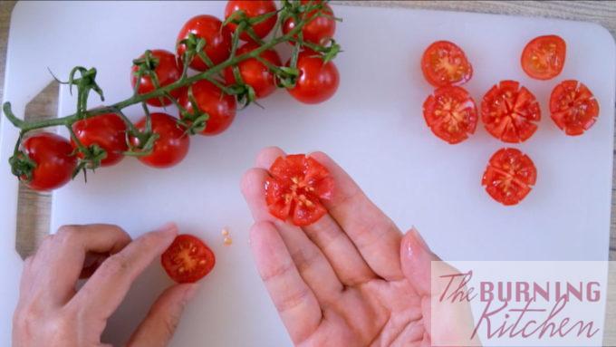 Tomates cerises coupées décorativement