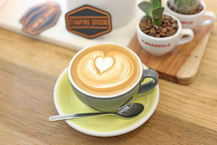 Estampage du café moulu Singapour