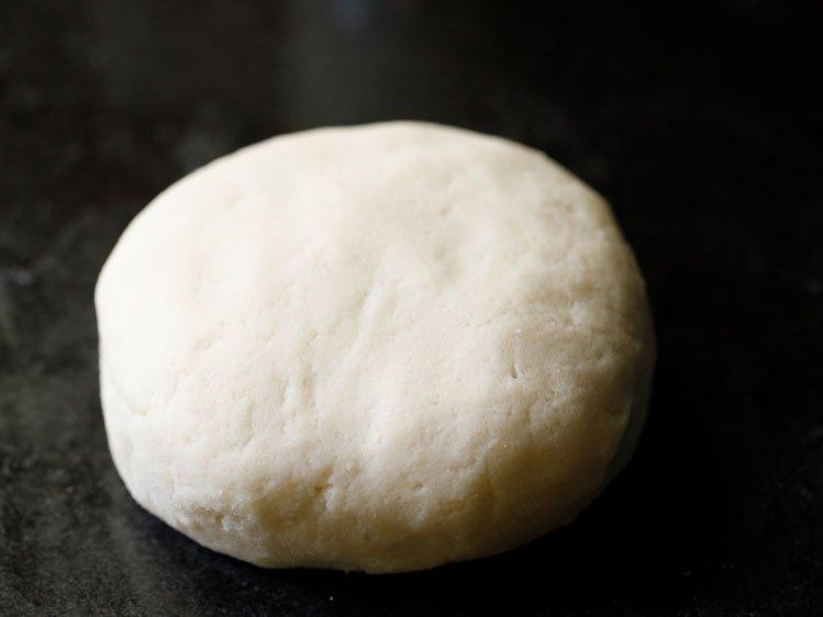 pétri en une pâte lisse et molle