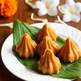 """recette de mawa modak """"srcset ="""" https://www.sushin.fr/wp-content/uploads/2020/08/1597324479_630_Recettes-de-Ganesh-Chaturthi-9-recettes-Modak-et-79.jpg 280w, https: // i2. wp.com/www.vegrecipesofindia.com/wp-content/uploads/2016/09/mawa-modak-recipe23a-500x500.jpg 500w, https://i2.wp.com/www.vegrecipesofindia.com/wp-content /uploads/2016/09/mawa-modak-recipe23a-580x580.jpg 580w """"tailles ="""" (largeur max: 280px) 100vw, 280px """"data-pin-description ="""" recette de mawa modak avec des photos étape par étape - ces savoureuses Les mawa modaks sont fabriqués avec un minimum d'ingrédients qui sont le mawa / khoya (solides du lait évaporé), le sucre et la poudre de cardamome. #mawamodak"""