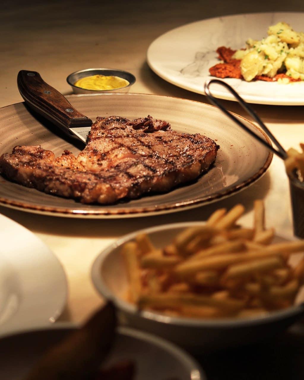 Steak au restaurant et bar à vin Ginett