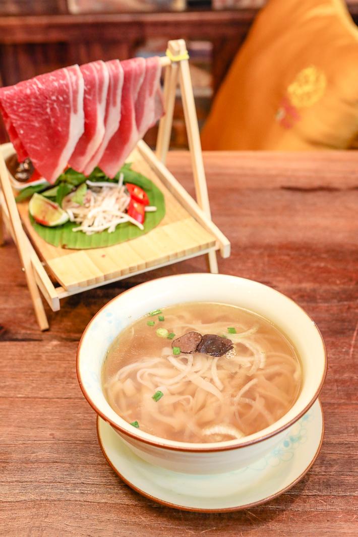 Paper Rice Wagyu Beef Pho à la Truffe