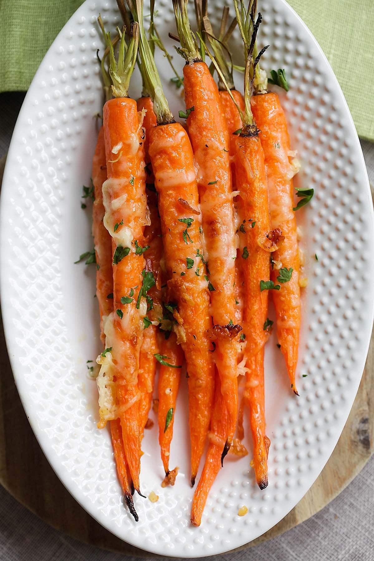 La recette de carottes rôties est saine et idéale pour les enfants.