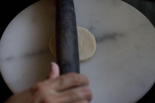 faire rouler la boule de pâte