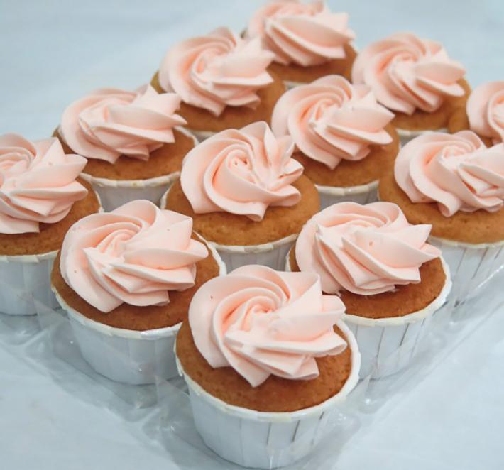 Poussin givré à la vanille-litchi-mini-cupcakes