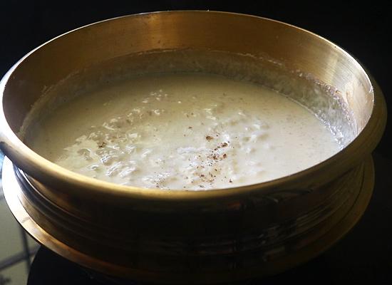 ajouter du sel, de la cardamome en poudre