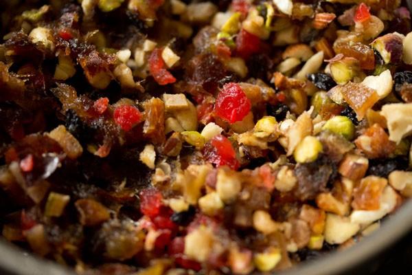 fruits secs et noix finement hachés