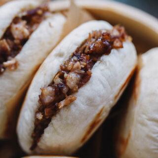 "Rou Jia Mo, hamburger chinois   ChinaSichuanfood.com ""srcset ="" https://www.sushin.fr/wp-content/uploads/2021/01/1610168147_547_Hamburger-chinois-Rou-Jia-Mo-Petits-pains-au-porc.jpg 320w, https: / /www.chinasichuanfood.com/wp-content/uploads/2014/10/Rou-Jia-Mo-31-500x500.jpg 500w ""tailles ="" (largeur max: 250px) 100vw, 250px"
