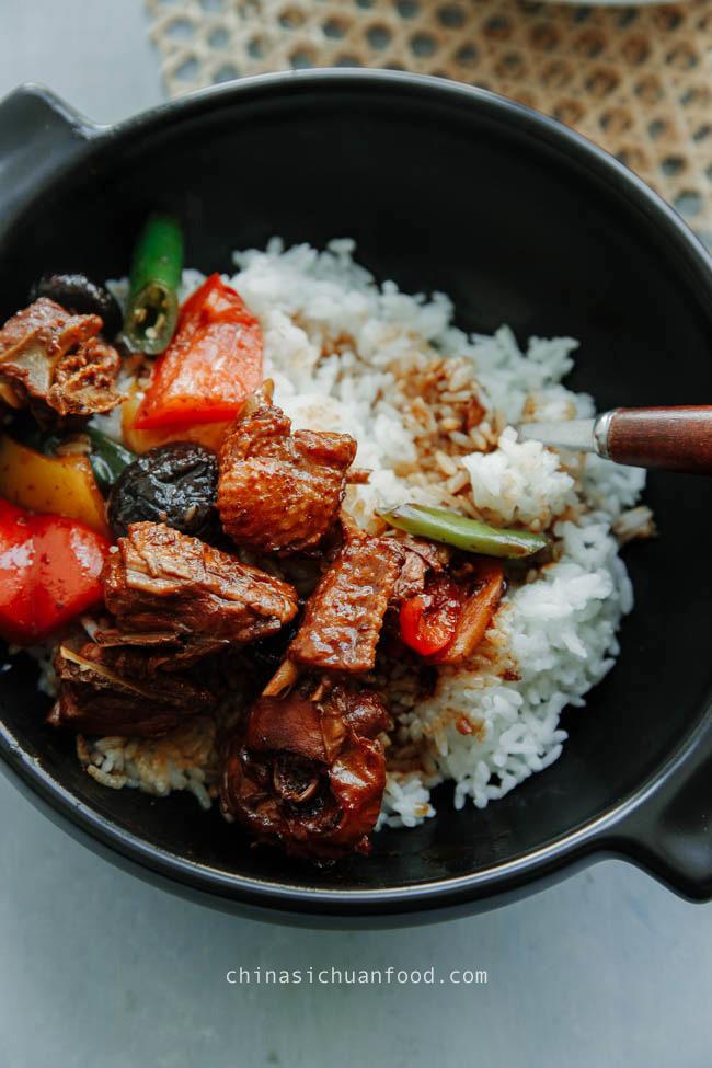 Poulet braisé chinois avec riz | chinasichuanfood.com