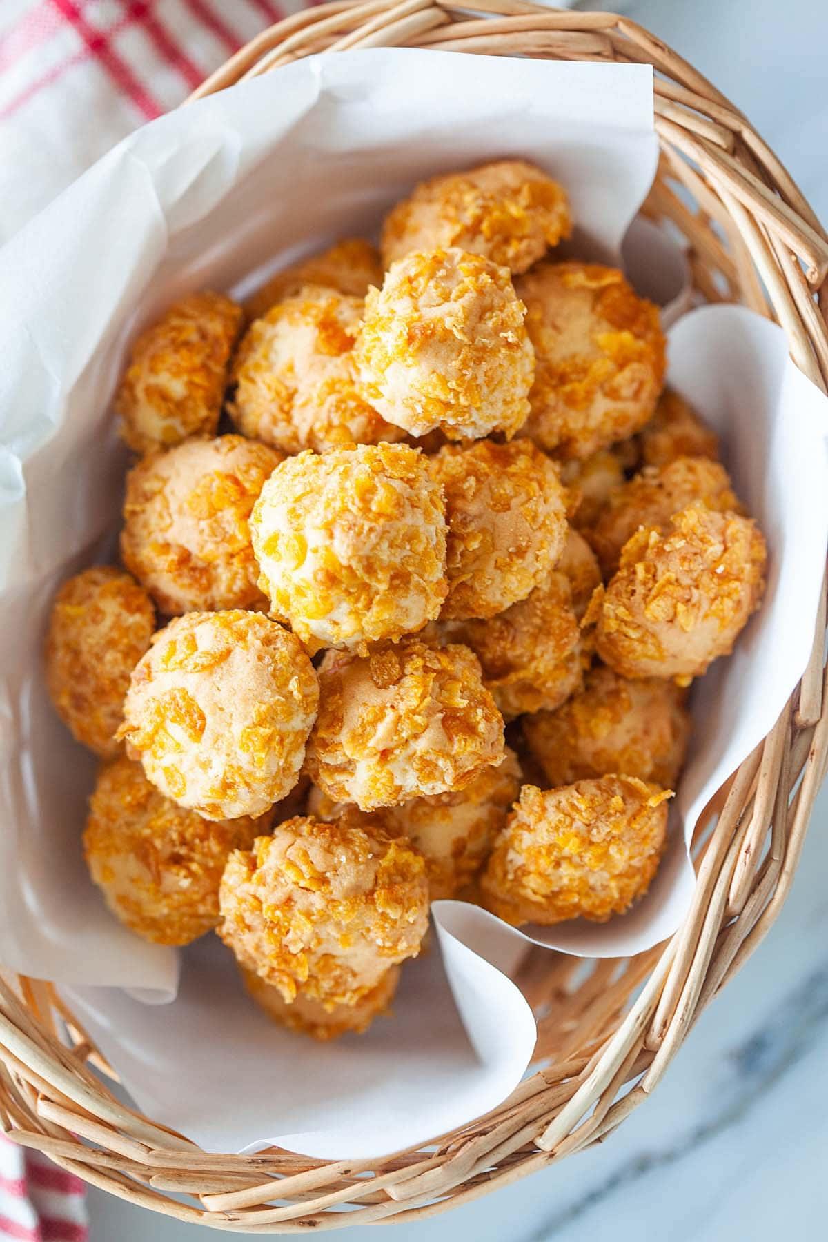 Recette facile de biscuits aux flocons de maïs qui donne des biscuits au beurre, croustillants et savoureux.