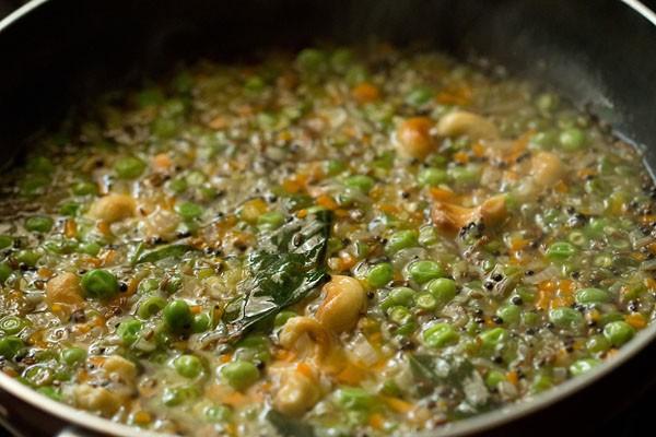 mélange de légumes mijotant dans une casserole