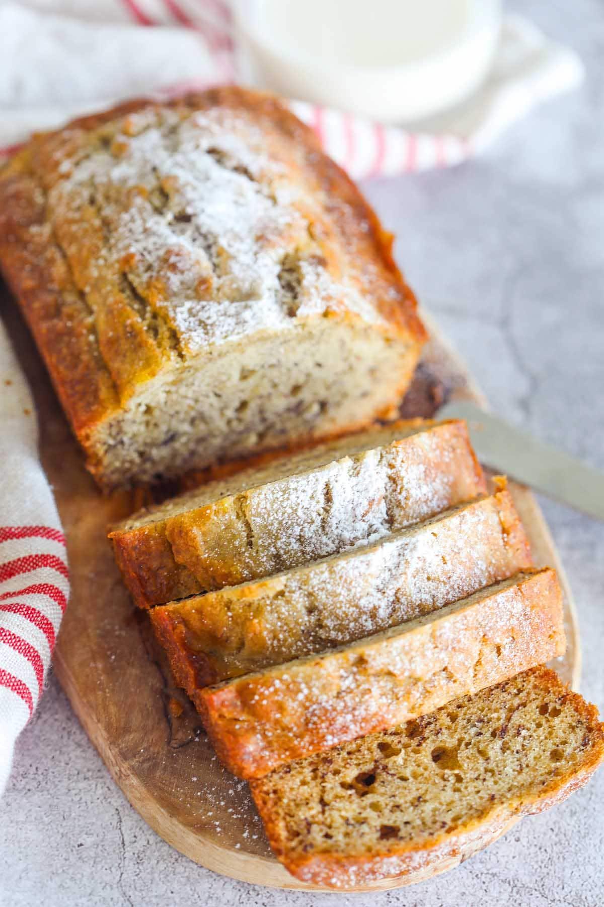 Recette facile de pain aux bananes moelleux avec du rhum.
