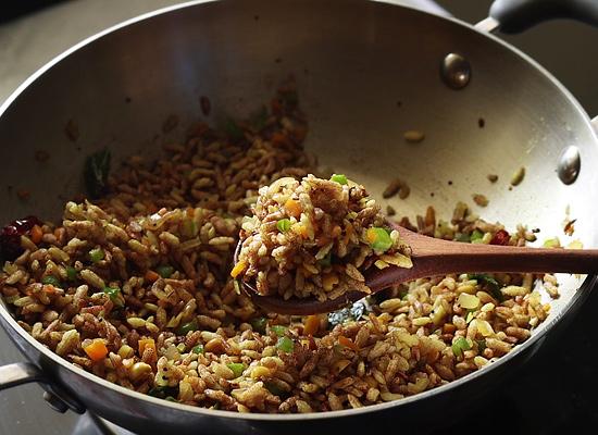 recette de légumes pori upma bien mélanger