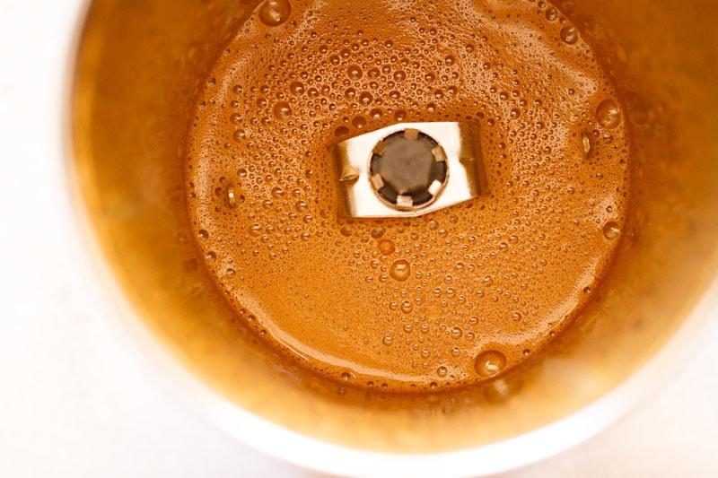 concoction de café de couleur claire