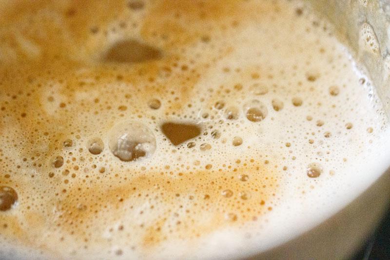 lait ajouté à la concotion de café mousseux