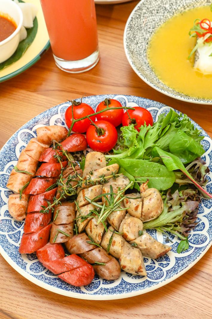 Assiette de saucisses au gingembre