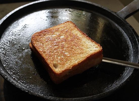 retourner et porter un toast