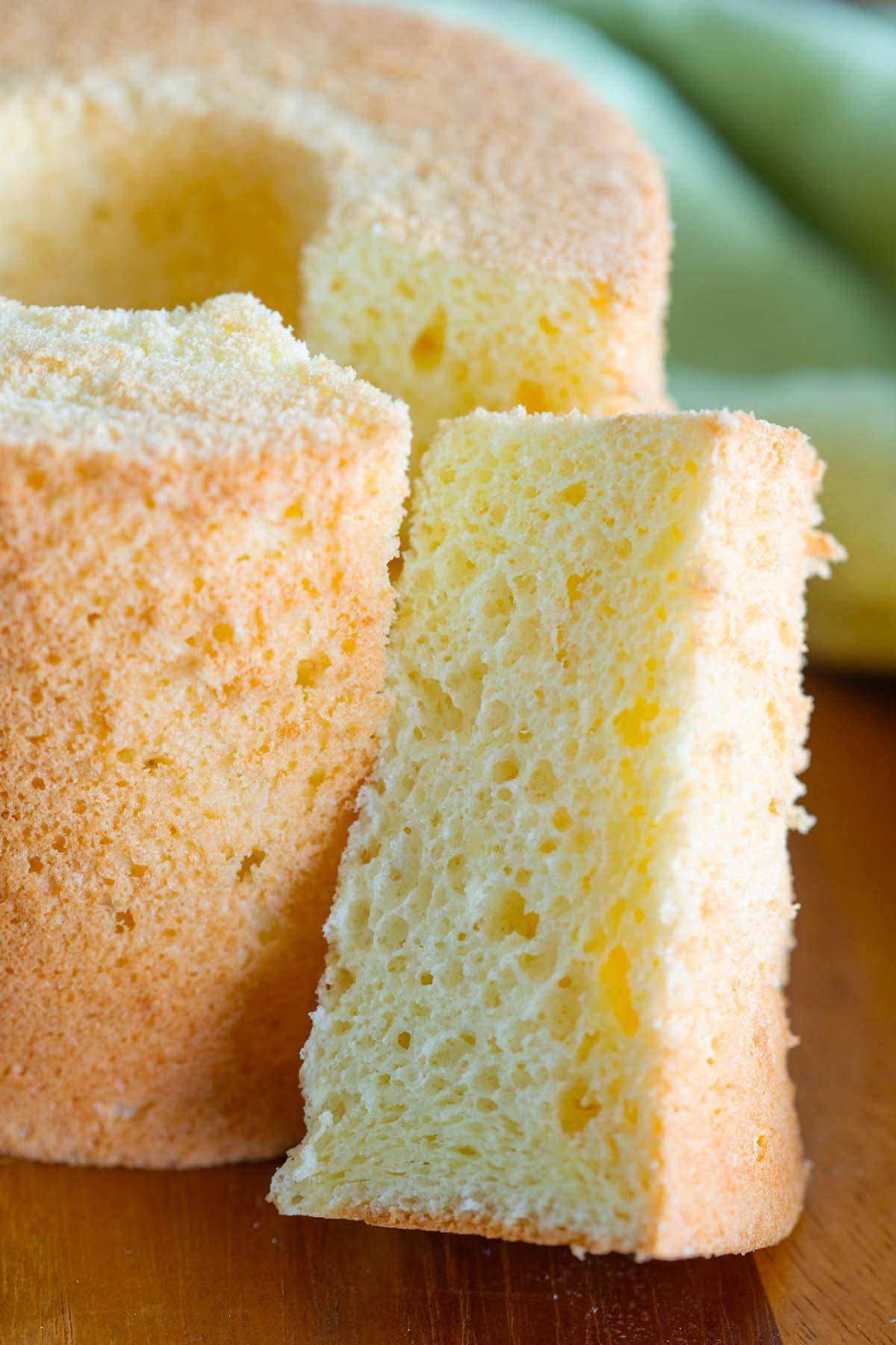 Gâteau mousseline à l'orange, prêt à servir.