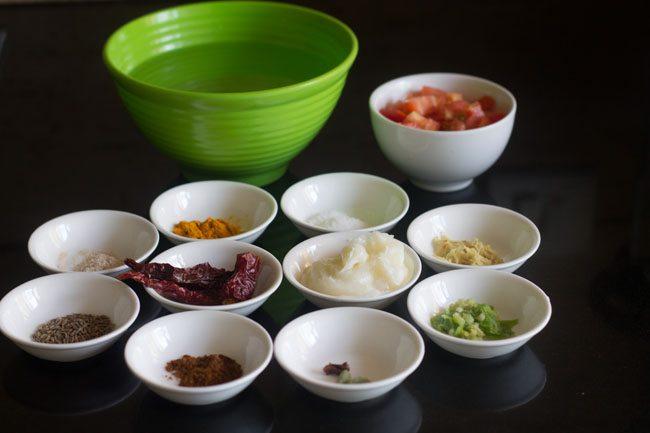 ingrédients pour panchmel dal dans des bols