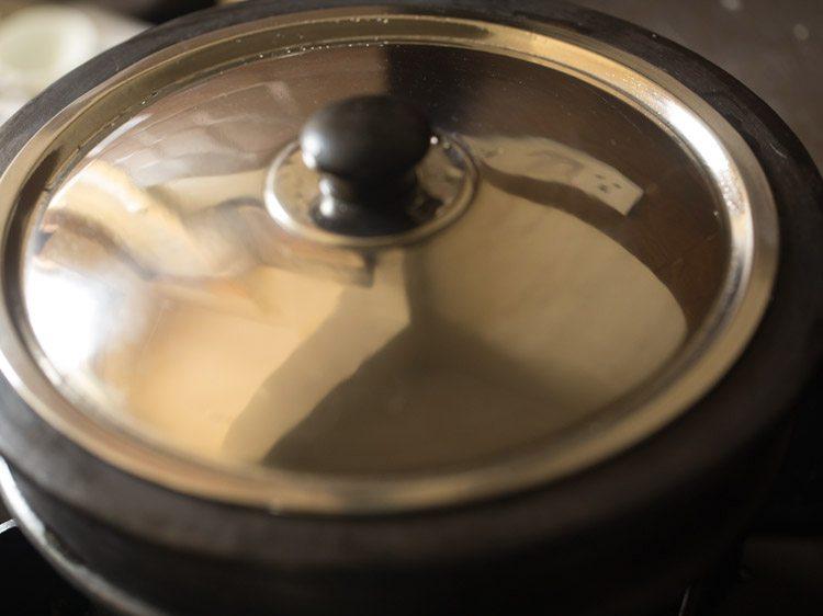 couvrir la casserole avec le couvercle