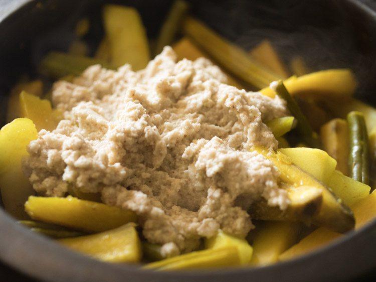 Ajouter la pâte de noix de coco moulue
