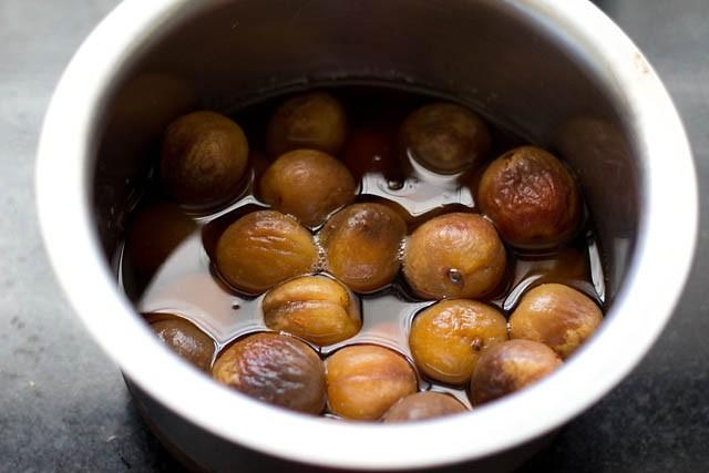 Abricots secs trempés dans l'eau