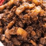Thịt Kho Mắm Ruốc dans un bol.