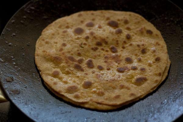 faire frire les mooli parathas sur tava