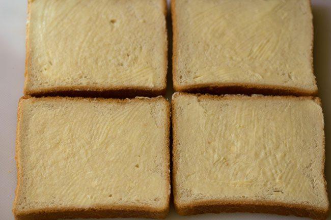 beurre étalé sur du pain