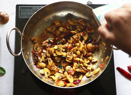 Pallipalayam Mushroom Fry ajouter de l'eau