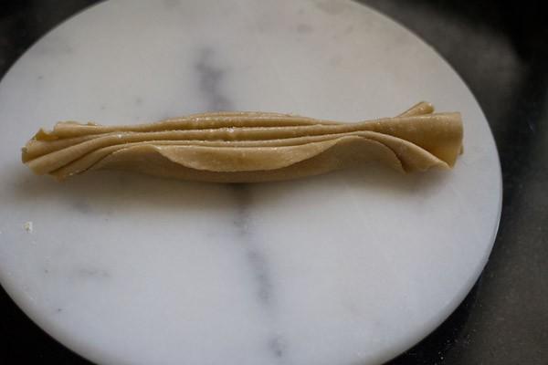 pâte de lachha paratha plissée