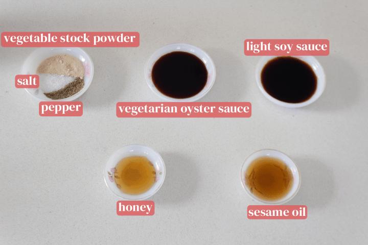 Plats de sel, bouillon de légumes en poudre, poivre, sauce végétarienne aux huîtres, sauce soja légère, huile de sésame et miel.