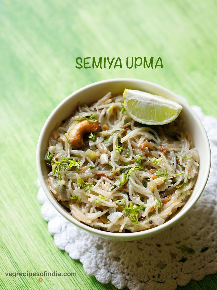 semiya upma servi dans un bol avec des quartiers de citron