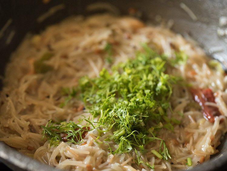 garnir semiya upma de feuilles de coriandre