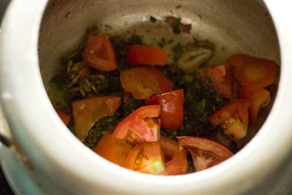 tomates hachées ajoutées