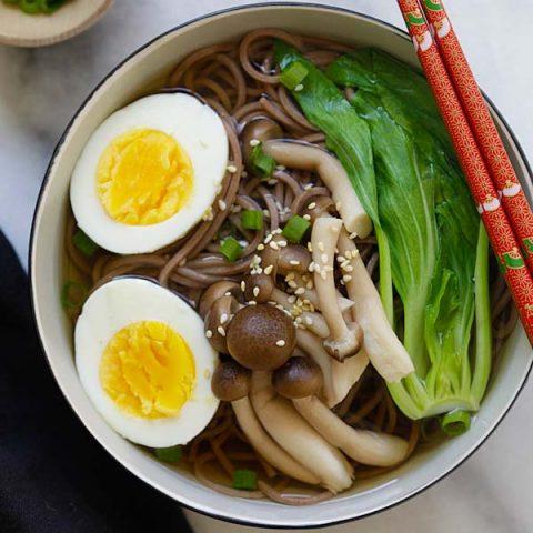 Soupe aux nouilles soba de 15 minutes