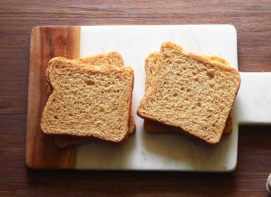 prendre des tranches de pain