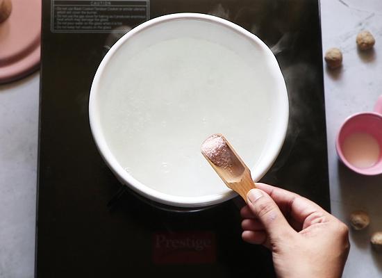 faire bouillir de l'eau, ajouter du sel
