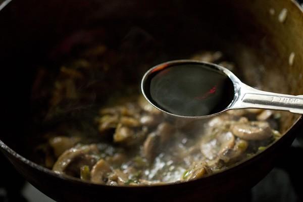 légumes sautés et sauce soja