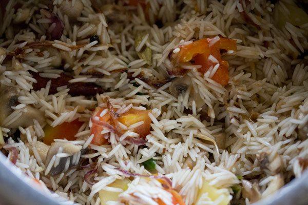 faire sauter le riz pendant 1 minute