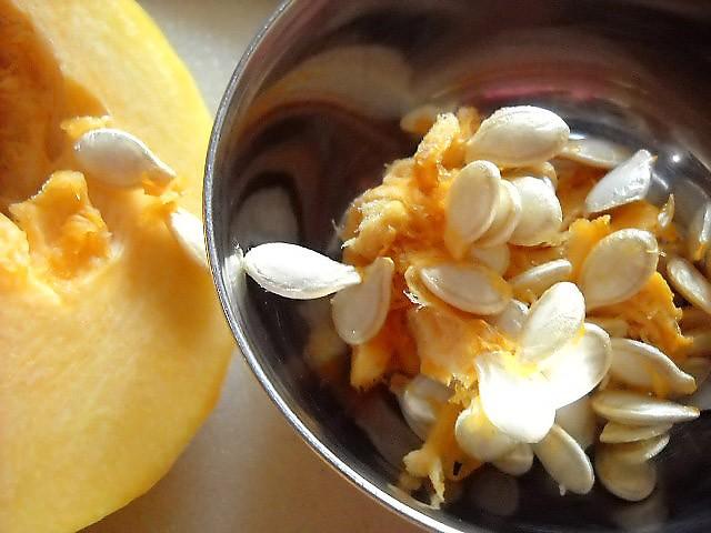 graines de citrouille dans un bol