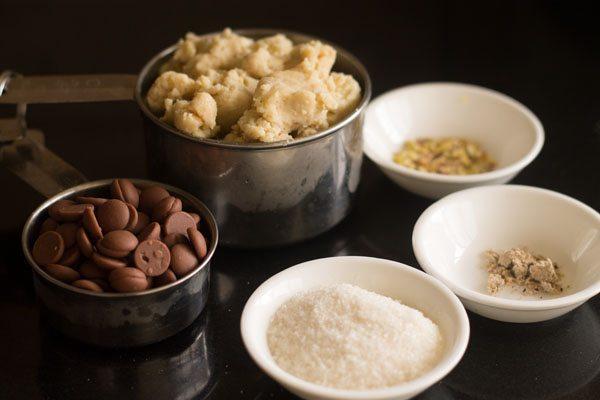 Ingrédients pour modak au chocolat sur de petits bols