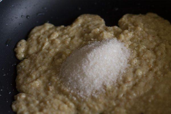 sucre ajouté au mawa fondu