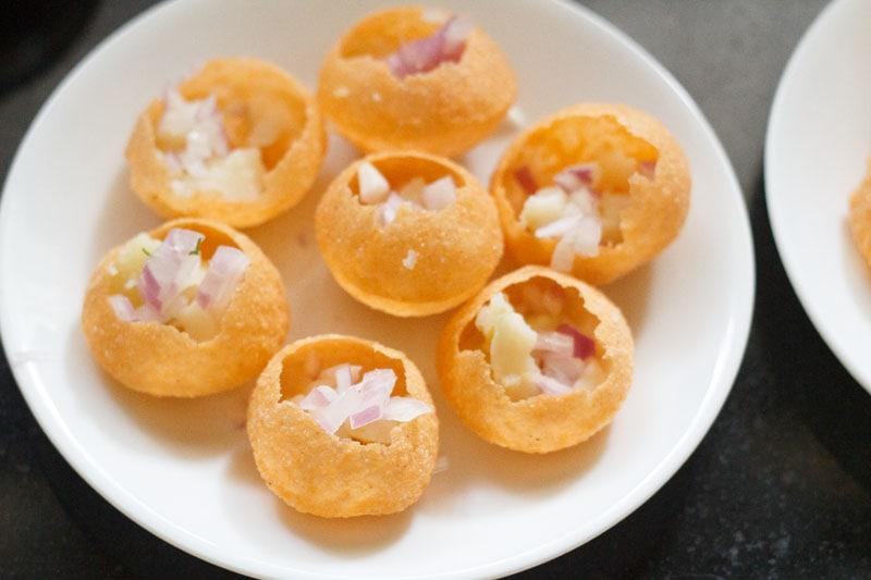 pommes de terre hachées, oignons dans le pooris