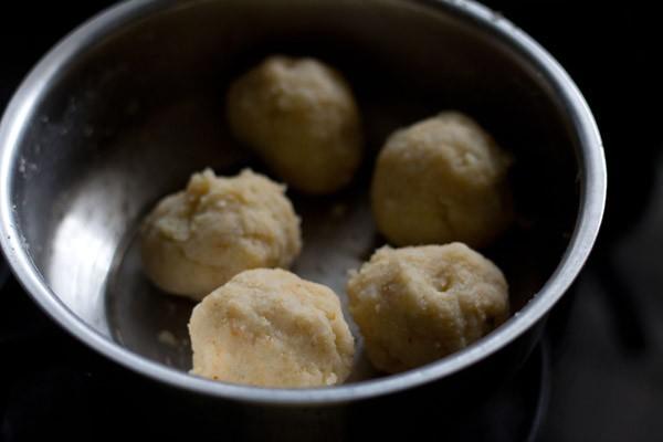 boules de pâte dans un bol